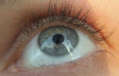 Eye-contact-mockup